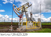 Купить «Working pump jack fracking crude extraction machine», фото № 29623229, снято 10 июня 2018 г. (c) FotograFF / Фотобанк Лори