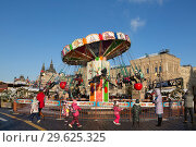 Купить «Fair and carousel on Red square in the New year and Christmas holidays, Moscow, Russia», фото № 29625325, снято 29 декабря 2018 г. (c) Наталья Волкова / Фотобанк Лори