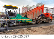 Купить «Work on laying the asphalt surface on a city street», фото № 29625397, снято 29 апреля 2018 г. (c) FotograFF / Фотобанк Лори