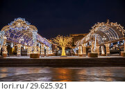 Купить «Manezhnaya square during New Year and Christmas holidays with glowing multi-colored arch, Moscow, Russia», фото № 29625921, снято 28 декабря 2018 г. (c) Наталья Волкова / Фотобанк Лори