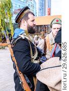 Купить «Unidentified members of historical reenactment battle», фото № 29626685, снято 6 октября 2018 г. (c) FotograFF / Фотобанк Лори