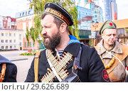 Купить «Unidentified members of historical reenactment battle», фото № 29626689, снято 6 октября 2018 г. (c) FotograFF / Фотобанк Лори