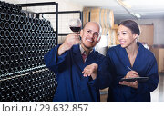 Купить «portrait of expert woman standing with clipboard and talking to winemaker in cellar», фото № 29632857, снято 19 января 2019 г. (c) Яков Филимонов / Фотобанк Лори