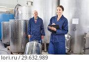 Купить «Woman and standing man in fermentation section», фото № 29632989, снято 20 января 2019 г. (c) Яков Филимонов / Фотобанк Лори