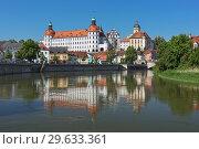 Купить «Замок в Нойбурге-на-Дунае, Германия», фото № 29633361, снято 18 мая 2017 г. (c) Михаил Марковский / Фотобанк Лори