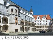 Купить «Внутренний двор замка в Нойбурге-на-Дунае, Германия», фото № 29633565, снято 18 мая 2017 г. (c) Михаил Марковский / Фотобанк Лори