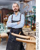 Купить «Cheerful craftsman posing in studio», фото № 29637173, снято 19 ноября 2018 г. (c) Яков Филимонов / Фотобанк Лори