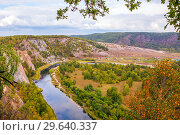 Купить «Top view of the rocky shore of the river. The nature of the Urals.», фото № 29640337, снято 6 сентября 2018 г. (c) Акиньшин Владимир / Фотобанк Лори