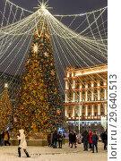 Moscow, Russia -January 2. 2019. Beautiful spruce on Lubyanka Square during festival Journey to Christmas. Редакционное фото, фотограф Володина Ольга / Фотобанк Лори