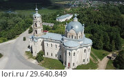 Купить «View of white-stone Orthodox church of Life-Giving Trinity in Gus-Zhelezny, Ryazan region, Russia», видеоролик № 29640849, снято 28 июня 2018 г. (c) Яков Филимонов / Фотобанк Лори
