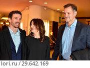 Oliver Berben, Iris Berben, Heiko Kiesow at the book premiere Strafe... (2018 год). Редакционное фото, фотограф AEDT / WENN.com / age Fotostock / Фотобанк Лори
