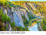 Купить «Scenic view of the rocky shore of the river. The nature of the Urals.», фото № 29644529, снято 7 сентября 2018 г. (c) Акиньшин Владимир / Фотобанк Лори