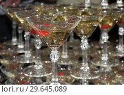 Купить «Бокалы с шампанским и вишенкой», фото № 29645089, снято 31 декабря 2018 г. (c) Ирина Носова / Фотобанк Лори