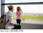 Купить «Family at the airport looking at planes», фото № 29645705, снято 23 апреля 2019 г. (c) Светлана Кузнецова / Фотобанк Лори