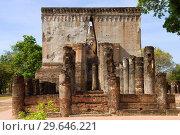 Древний буддистский храм Wat Si Чум солнечным днем. Сукхотай, Таиланд (2018 год). Стоковое фото, фотограф Виктор Карасев / Фотобанк Лори