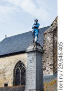 Paimpont war memorial and the Abbey de Paimpont, Ille et Vilaine, Brittany, France (2017 год). Редакционное фото, фотограф Николай Коржов / Фотобанк Лори