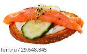 Купить «Toasted bread with creamy sauce, salmon and cucumber», фото № 29648845, снято 25 мая 2019 г. (c) Яков Филимонов / Фотобанк Лори