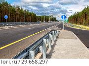 Купить «Toll road. Russian highway number M11 in summer day», фото № 29658297, снято 7 августа 2018 г. (c) FotograFF / Фотобанк Лори