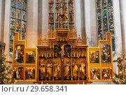 Interior of St. James Church in Rothenburg Ob der Tauber,  the altar. Bavaria, Germany (2012 год). Редакционное фото, фотограф Наталья Волкова / Фотобанк Лори