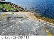 Купить «Beautiful rocky shore of the White sea. Bay Chupa, Karelia, Russia», фото № 29659113, снято 10 августа 2018 г. (c) Сергей Трофименко / Фотобанк Лори