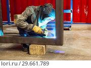Купить «Working welder welds parts factory», фото № 29661789, снято 21 июня 2018 г. (c) Андрей Радченко / Фотобанк Лори
