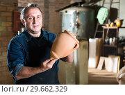 Купить «Elderly potter at ceramic workshop», фото № 29662329, снято 12 октября 2016 г. (c) Яков Филимонов / Фотобанк Лори