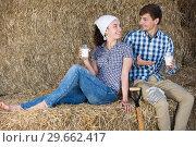 Купить «man and woman in hay with milk», фото № 29662417, снято 22 марта 2019 г. (c) Яков Филимонов / Фотобанк Лори