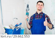 Young happy builder handyman giving thumbs up. Стоковое фото, фотограф Яков Филимонов / Фотобанк Лори