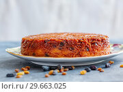 Homemade noodle Kugel in sugar caramel. Стоковое фото, фотограф Марина Сапрунова / Фотобанк Лори