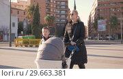 Купить «Mum walking with two kids outside», видеоролик № 29663381, снято 8 июля 2018 г. (c) Данил Руденко / Фотобанк Лори