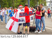 Купить «Russia, Samara, July 2018: English football fans with a national flag give an interview to television at the World Cup before the match England Sweden.», фото № 29664617, снято 7 июля 2018 г. (c) Акиньшин Владимир / Фотобанк Лори