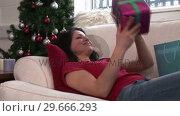 Купить «Woman with Christmas Presents», видеоролик № 29666293, снято 26 февраля 2008 г. (c) Wavebreak Media / Фотобанк Лори