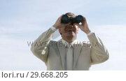 Купить «Powerful businessman watching through binoculas», видеоролик № 29668205, снято 30 марта 2009 г. (c) Wavebreak Media / Фотобанк Лори