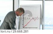 Купить «Successful CEO in a business meeting explaining with a blackboard», видеоролик № 29668281, снято 29 марта 2009 г. (c) Wavebreak Media / Фотобанк Лори