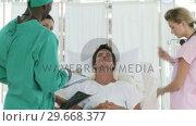 Купить «Clinic team with a patient», видеоролик № 29668377, снято 1 апреля 2009 г. (c) Wavebreak Media / Фотобанк Лори