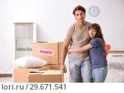 Купить «Young pair moving to new appartment», фото № 29671541, снято 4 октября 2018 г. (c) Elnur / Фотобанк Лори