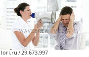 Купить «Brunette businesswoman yelling through a megaphone», видеоролик № 29673997, снято 21 августа 2019 г. (c) Wavebreak Media / Фотобанк Лори