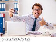 Купить «Businessman disgusted with cockroaches in the office», фото № 29675129, снято 25 сентября 2018 г. (c) Elnur / Фотобанк Лори