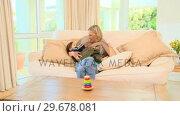 Купить «Mother bottlefeeding her son», видеоролик № 29678081, снято 6 ноября 2010 г. (c) Wavebreak Media / Фотобанк Лори