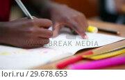 Купить «Pupil drawing on his notebook», видеоролик № 29678653, снято 5 ноября 2011 г. (c) Wavebreak Media / Фотобанк Лори