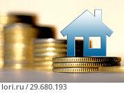 Купить «Cимвол  недвижимости на фоне денег», фото № 29680193, снято 14 октября 2019 г. (c) Сергеев Валерий / Фотобанк Лори
