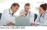 Купить «Medical group working on a laptop», видеоролик № 29681641, снято 21 ноября 2011 г. (c) Wavebreak Media / Фотобанк Лори