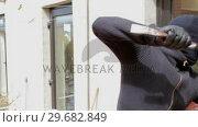 Купить «Burglar try to break into the house», видеоролик № 29682849, снято 29 июня 2012 г. (c) Wavebreak Media / Фотобанк Лори