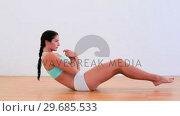 Купить «Fit brunette doing abdominal crunches», видеоролик № 29685533, снято 10 июля 2013 г. (c) Wavebreak Media / Фотобанк Лори