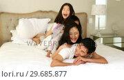Купить «Silly family playing on the bed», видеоролик № 29685877, снято 29 августа 2013 г. (c) Wavebreak Media / Фотобанк Лори