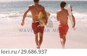 Купить «Two friends are running to go to the sea», видеоролик № 29686937, снято 12 ноября 2015 г. (c) Wavebreak Media / Фотобанк Лори