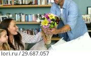 Купить «A man offering a bouquet to his wife», видеоролик № 29687057, снято 9 ноября 2015 г. (c) Wavebreak Media / Фотобанк Лори