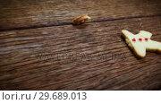 Broken gingerbread on a plank. Стоковое видео, агентство Wavebreak Media / Фотобанк Лори