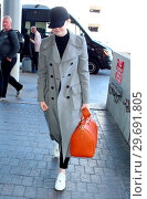 Купить «Emma Stone wears a cap and keeps her head down as she arrives at Los Angeles International (LAX) Airport to catch a flight Featuring: Emma Stone Where...», фото № 29691805, снято 5 марта 2018 г. (c) age Fotostock / Фотобанк Лори
