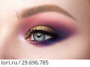 Closeup of beautiful woman eye with fashion makeup. Стоковое фото, фотограф Людмила Дутко / Фотобанк Лори